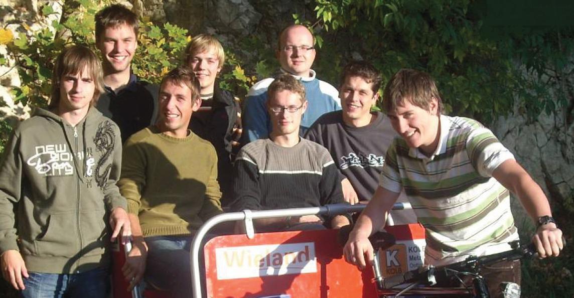 Das Team mit ihrem entwickelten Produkt - der SolaRik, MPE2007