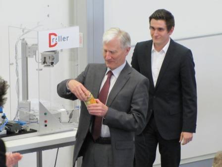 Prof. Georg Richter testet den Driller